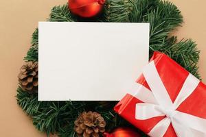 maqueta de tarjeta de felicitación de navidad blanca