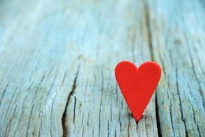 corazón en madera foto