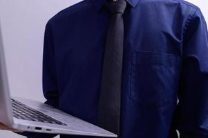 persona de negocios con una computadora portátil
