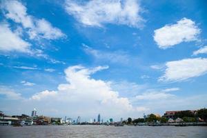 Río Chao Phraya en Tailandia foto