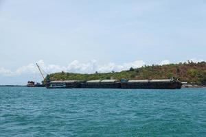 buque de carga grande foto