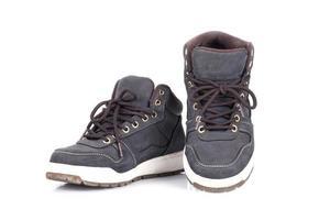 par de zapatillas sobre fondo blanco foto