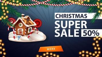 super venta navideña, hasta 50 de descuento, banner de descuento azul con guirnaldas, botón y casa de pan de jengibre navideña vector