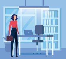 Trabajador empresaria elegante con cartera en la oficina vector
