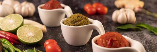 pasta de curry rojo a base de chiles foto