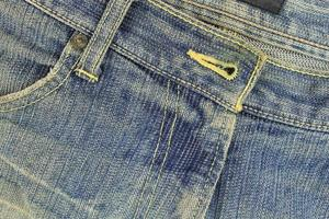 jeans azules gastados foto