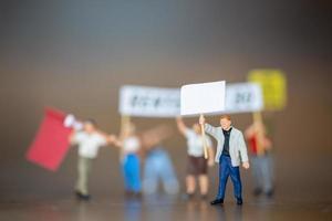 manifestantes de personas en miniatura
