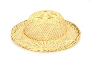 sombrero de bambú en blanco