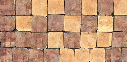 troncos de madera cuadrados