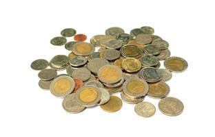 monedas tailandesas en blanco