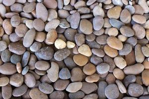 pequeñas rocas multicolores foto