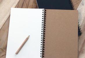 cuaderno con lapiz foto