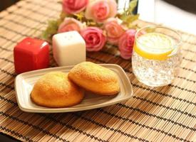 Muffin cakes and lemonade
