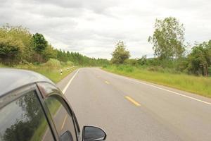 coche en la carretera foto