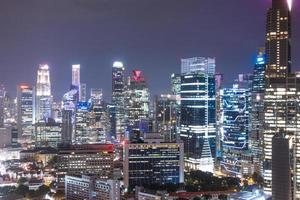 edificios de la ciudad de singapur en la noche