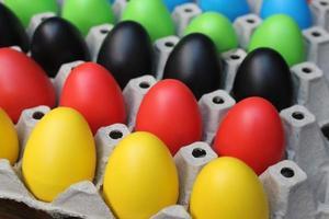 huevos de pascua multicolores
