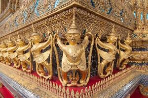 estatuas en un templo en tailandia