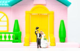 Miniature figurines of a newly wed couple