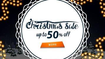 Venta de Navidad, hasta 50 de descuento, banner de descuento con paisaje de dibujos animados de invierno nocturno y gran círculo blanco en el medio