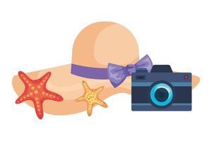 sombrero femenino de verano con cámara fotográfica y estrella de mar vector