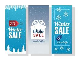 Tres grandes leyendas de rebajas de invierno con regalos y copos de nieve. vector