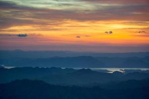mañana vista sobre las montañas