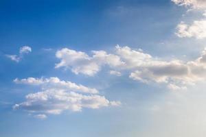 nubes y cielo al atardecer