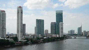 rio chao praya na cidade de bangkok na tailândia video
