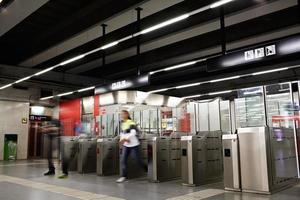 barcelona, españa, 2020 - gente en el metro
