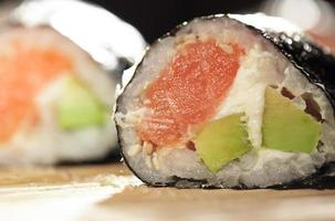 primer plano de sushi foto