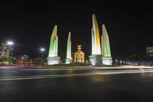 Monumento a la democracia en Bangkok por la noche