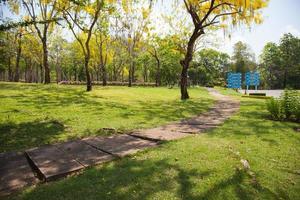 acera en el parque en bangkok