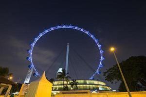 flyer de singapur en la noche foto