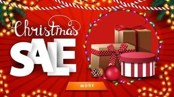 Venta de Navidad, banner brillante de descuento rojo con guirnaldas de Navidad y regalos. vector