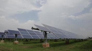 painéis solares ou células solares timelapse