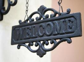 cartel de bienvenida de hierro