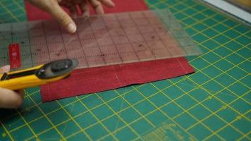 manos, haciendo patchwork video