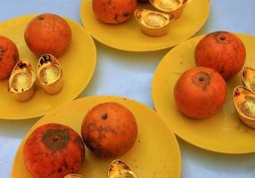 Plates of oranges and gold ingots