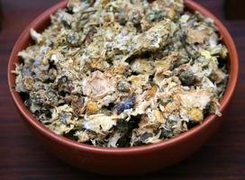 hierbas en un tazón foto