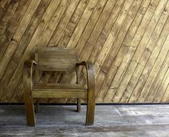 silla de madera afuera