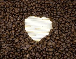 corazón hecho de granos de café foto