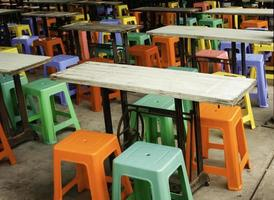 taburetes de plástico de colores