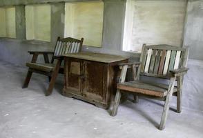 muebles de madera afuera foto
