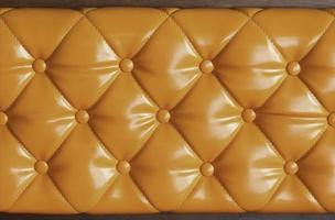 sofá de cuero naranja
