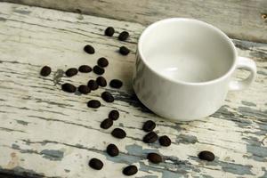 taza con granos de cafe