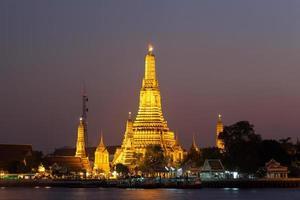 Wat Arun en Bangkok por la noche