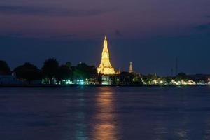Wat Arun temple in twilight photo