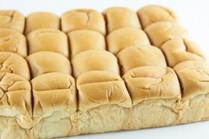 pan sobre fondo blanco
