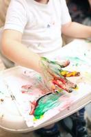 pintura de dedos de niño