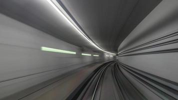 larga exposición del túnel del metro foto